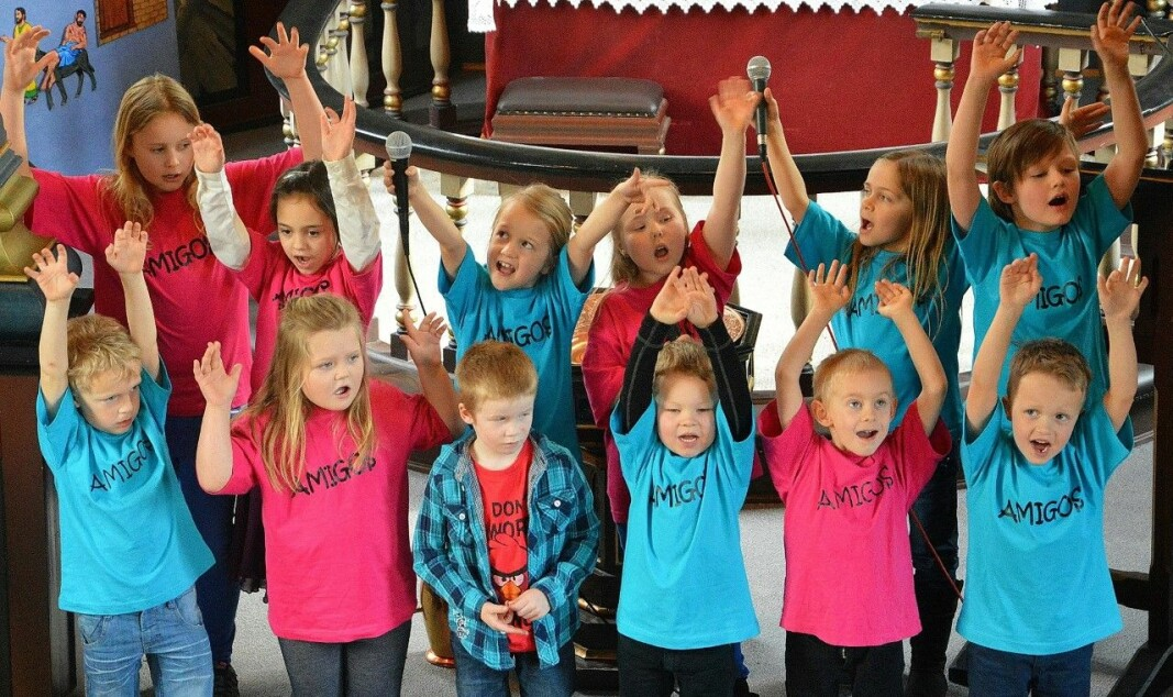 Barnegruppa Amigos skaper liv i Åsskard-kyrkja, 2015
