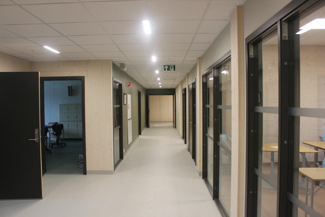 Romslige korridorer. Hele bygget er tidsmessig universelt utformet, tilpasset alle brukere