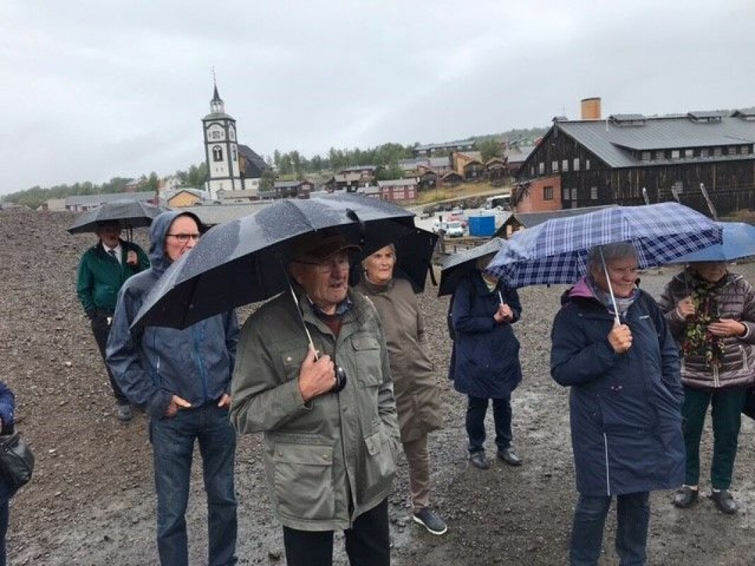 Bergstadenvandring i regn.