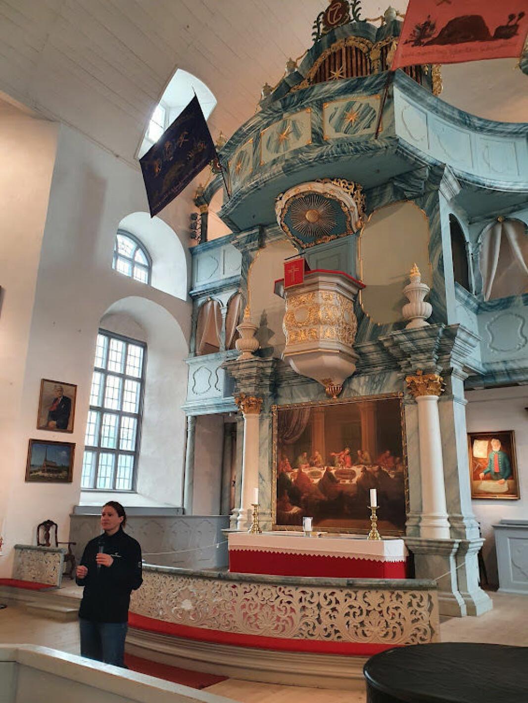 Omvisning i Røros kirke som også kalles Bergstaden Ziir.