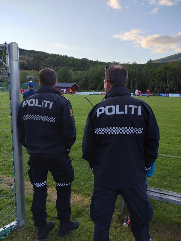Nærpolitiet var på plass på kamp.