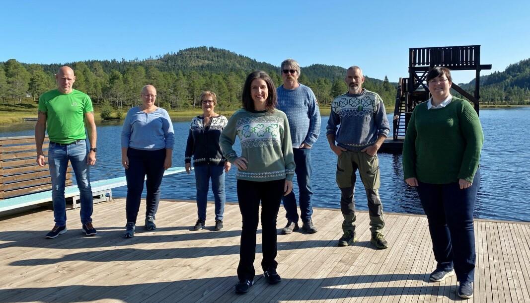Jenny Klinge (foran) møtte lokale SP-politikere i Rindal. Bak fra venstre Kjetil Løften, Bettina Røen Helgetun, Kirsti Barbo Landsem, Einar Thomasgård, Arild Haugen og Vibeke Langli.