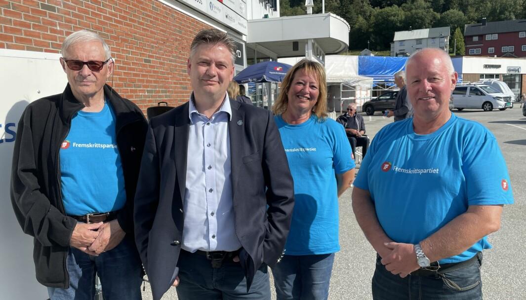 Johs. J. Vaag (f.v.), Jan Steinar Engeli Johansen, Anne Marie Fiksdal og Nils Petter Tonning håper på et godt valg for FrP i Møre og Romsdal.