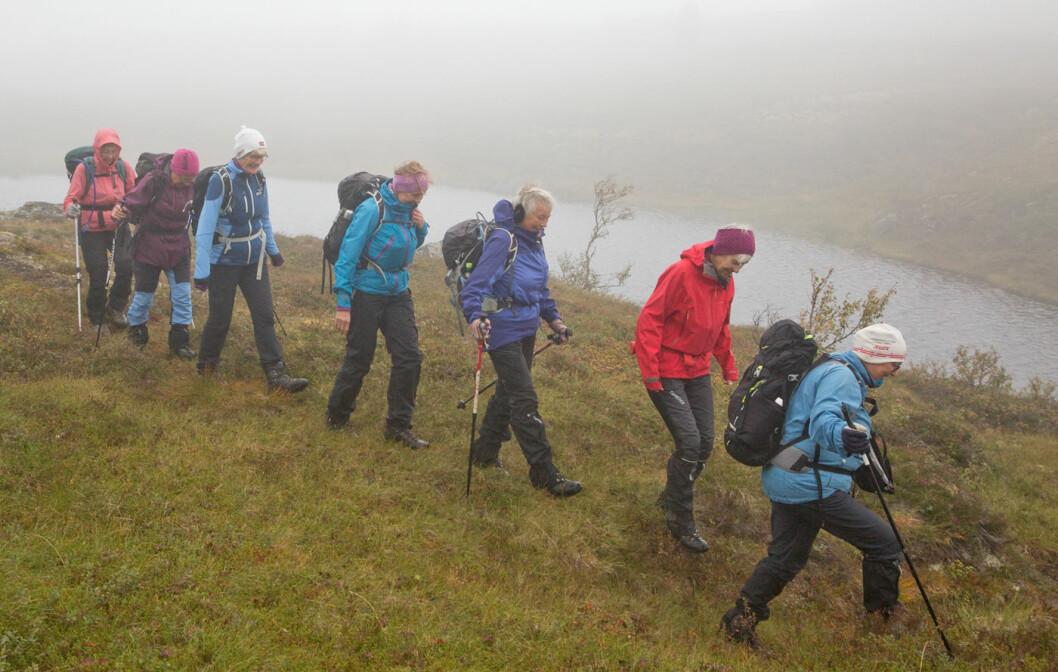 Spreke damer på vei til Sande-hytta, som ikke ligger så langt fra Bøllu.