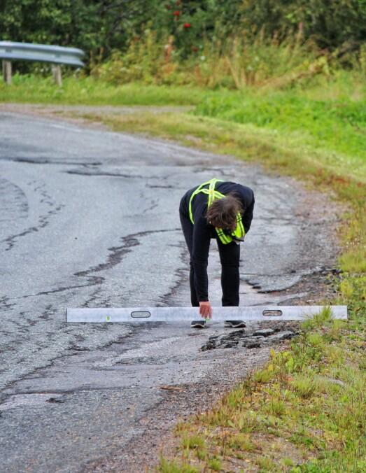 <p>Gøril Bakken i NAF avd Indre Nordmøre <br></p><p>forstår godt at dårlig vedlikeholdte veier gjør også jobben for brøyterne mer utfordrende.<br></p>