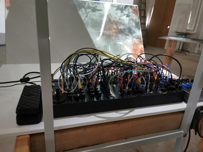 Tjis Ham bygger egne elektroniske instrumenter