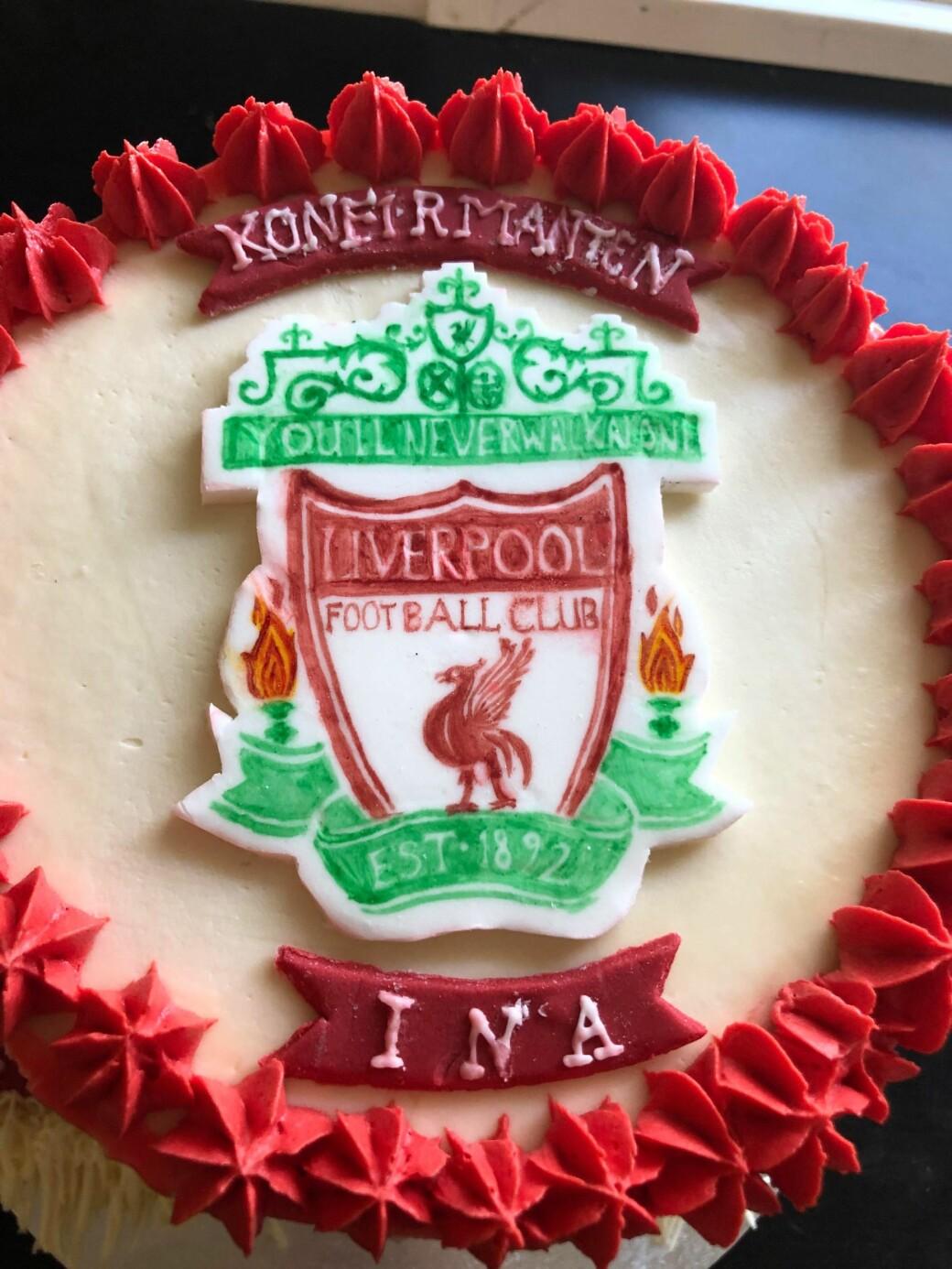 Liverpool-logo tegnet og malt for frihånd av Uma Børset Bekken