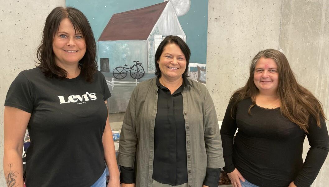 """Linda Margareth Øye (f.v.), Hege Kvendset og Camilla Hyttebakk ber folk ta kontakt dersom dei har spørsmål angåande det felles """"Ta tak""""-kurset for Rindal og Surnadal, som startar i oktober."""