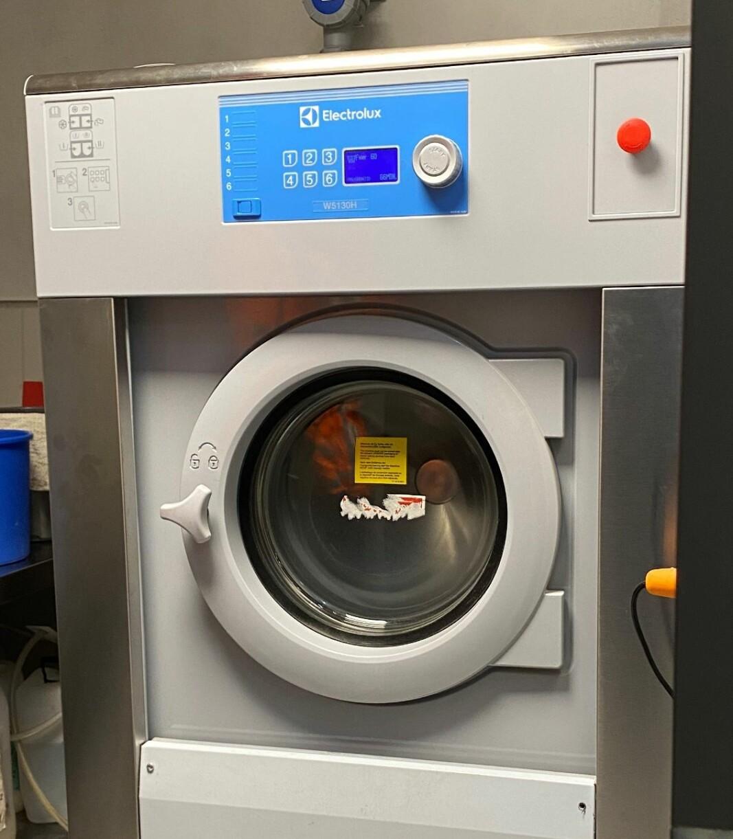 Nå kan feieren og brannfolka vaske arbeidsklærne sine sjøl.