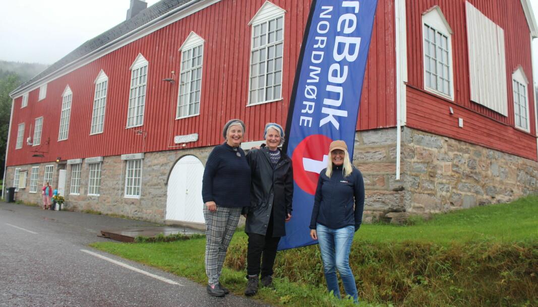 Initiativtakere Brit Dyrnes og Anita Land, her sammen med Liv Dalsegg fra hovedsponsor Sparebank 1 Nordmøre