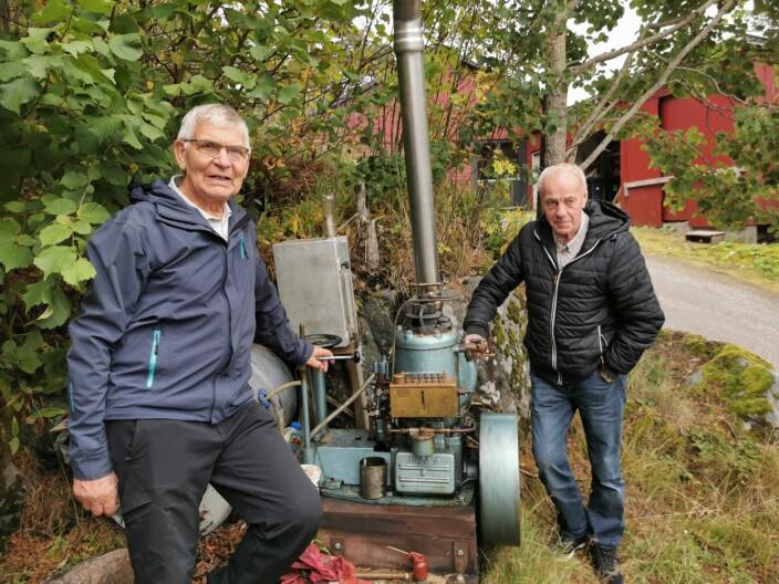 Andres Vaagland og Gunnar Strand med Sabbmotoren