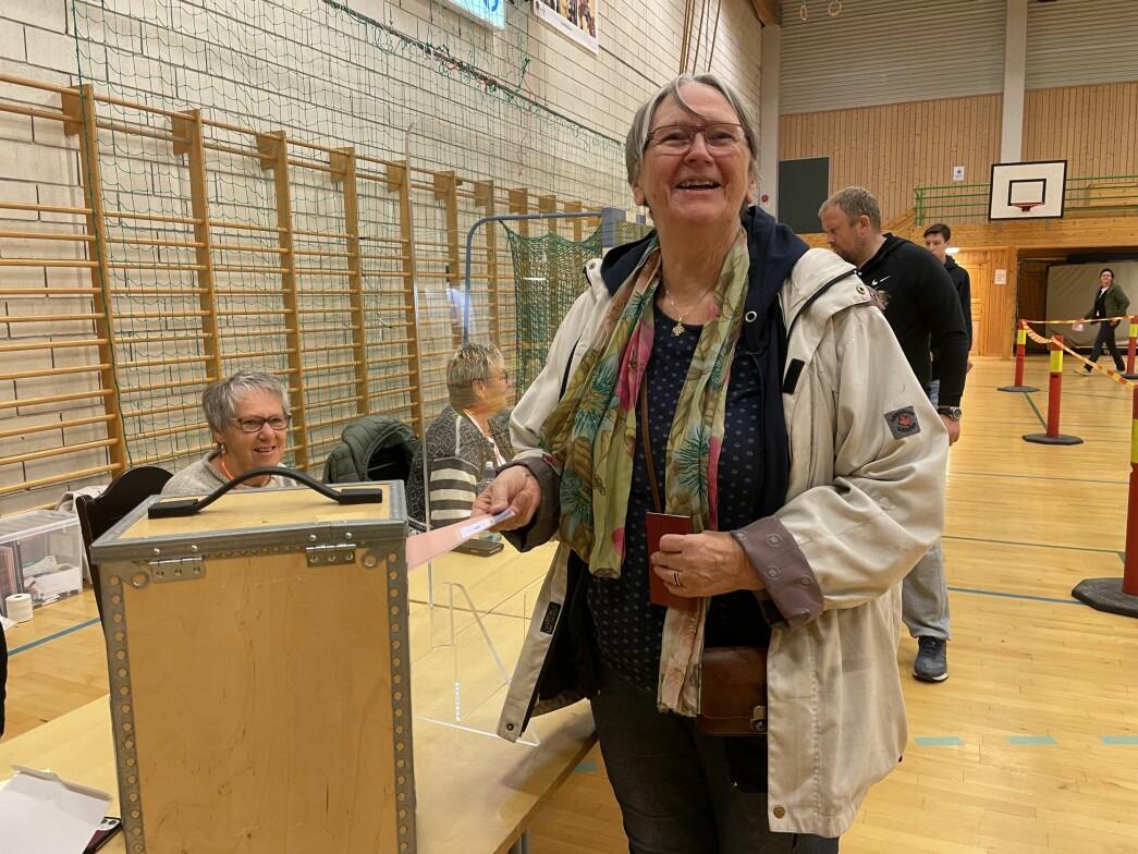 Dordi Skuggevik var på plass då stemmelokala opna måndag.