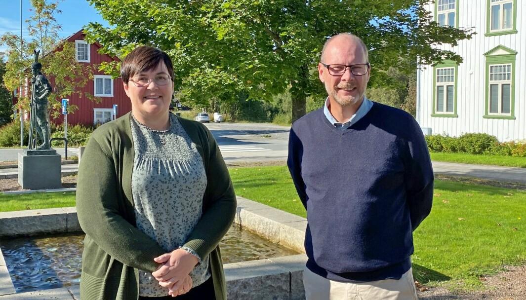 Vibeke Langli og Mons Otnes har grunn til å smile etter at Rindal kommune scorer best av alle kommuner i Trøndelag i Åpenhetsbarometeret 2021.