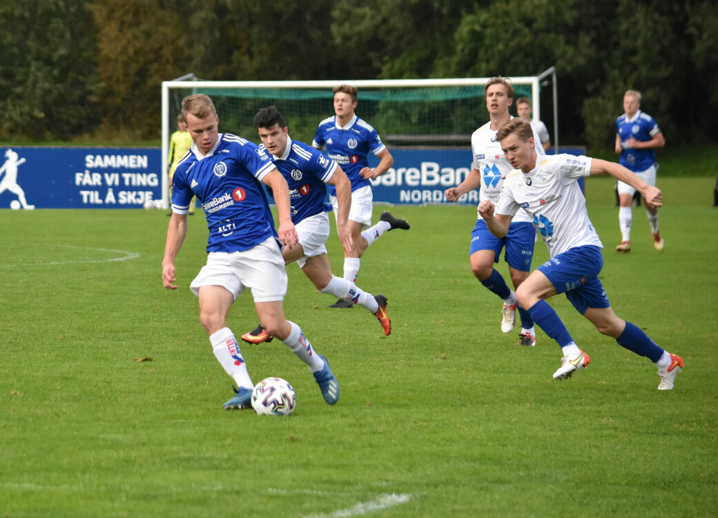 Vegard Gjul og resten på Surnadal leverte festfotball mot Midsund