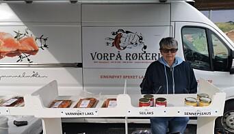 Bodil Hjeldnes ved Vårpå Røkeri