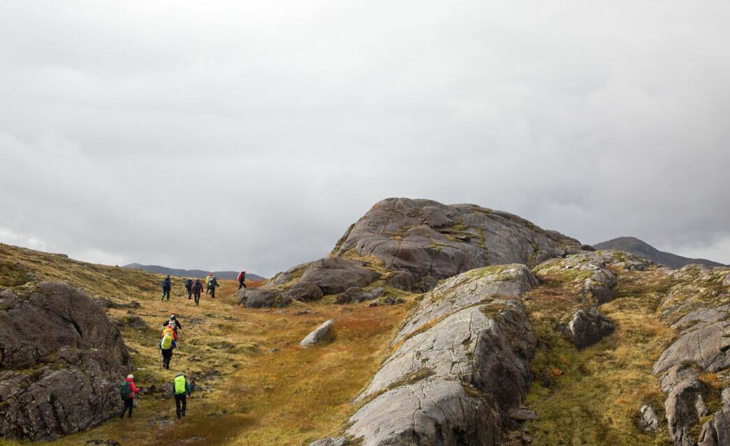 Sola viste seg fram noen minutter da vi kom til Skorroskallen, 749 moh. «Skorro» er vel et lokalt ord for skar.