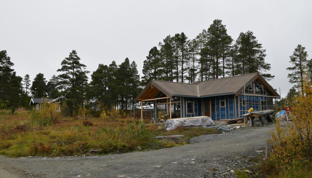 Ny hytte under oppføring i Langtjønnåsen hyttefelt.