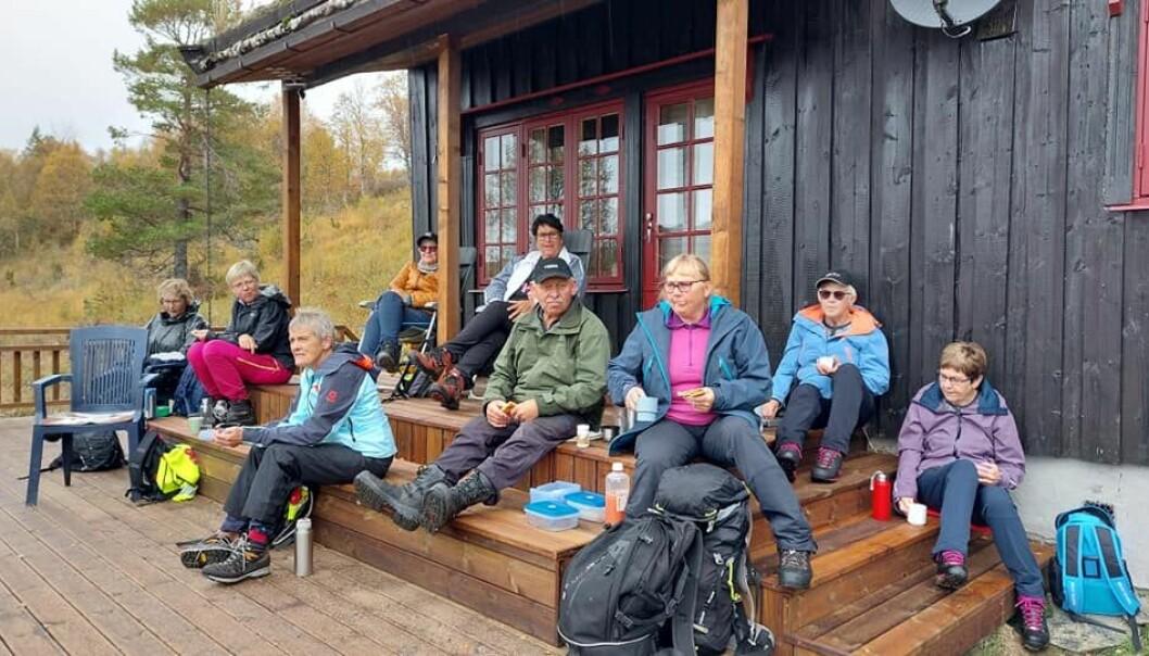 Ved hytta til Ingeborg og Johan