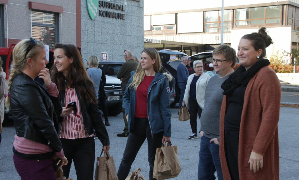 Monica Moen Kvendset (f.v.), Elin Moen Lysø, Stine Grytskog Ramsøy, Håkon Fredriksen og Karin Åsbø administrerer REKO-RINGEN i Surnadal og Rindal (arkivbilde)