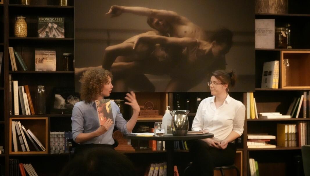 Kari Joynt, forlagsredaktør i Cappelen Damm, i samtale med forfatteren, Edel Maria Landsem.