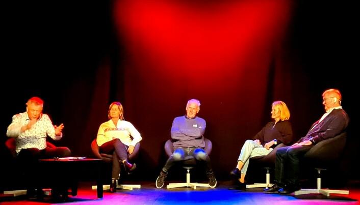 Panelsamtalen vart leda av Otto Ulseth (t.v), vidare ser vi Marit Myrmæl, Oddvar Brå, Berit Aunli og Johan Landsem.