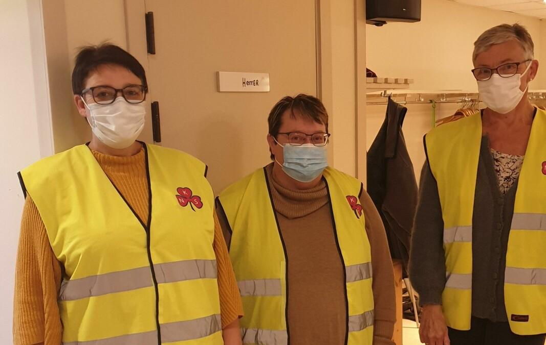 Bodil Arnestad, May Ruth Halgunset og Marit Løfald hadde vakt på den siste vaksineringsdagen.