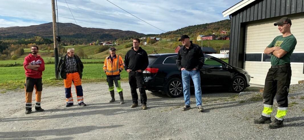 Jon Ole Røen, Oddvar Røen, John Bjørnholm, Ivar Myklegard, Ola Syrstad og Sigurd Røen er lei av dårlige veier.
