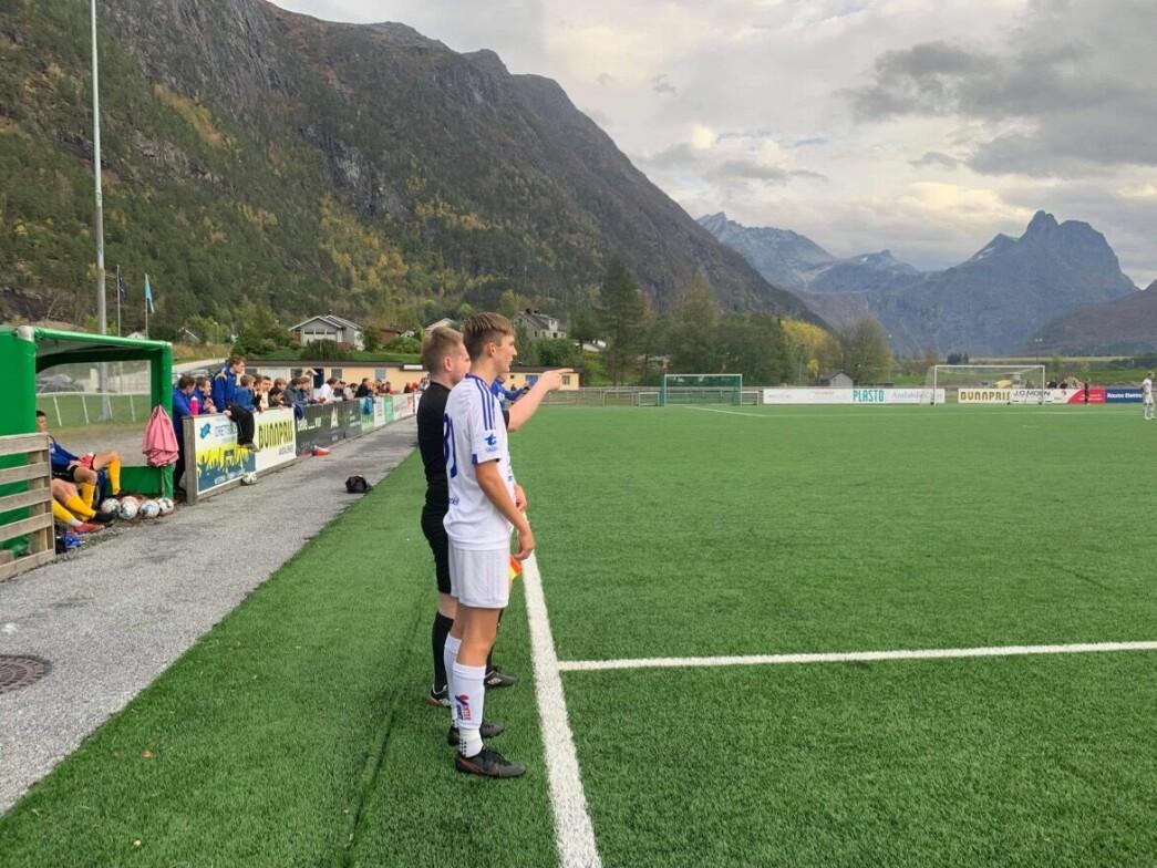 Abel Sæterbø Raaen kommer inn til sin A-lagsdebut for Surnadal, 15 år gammel.