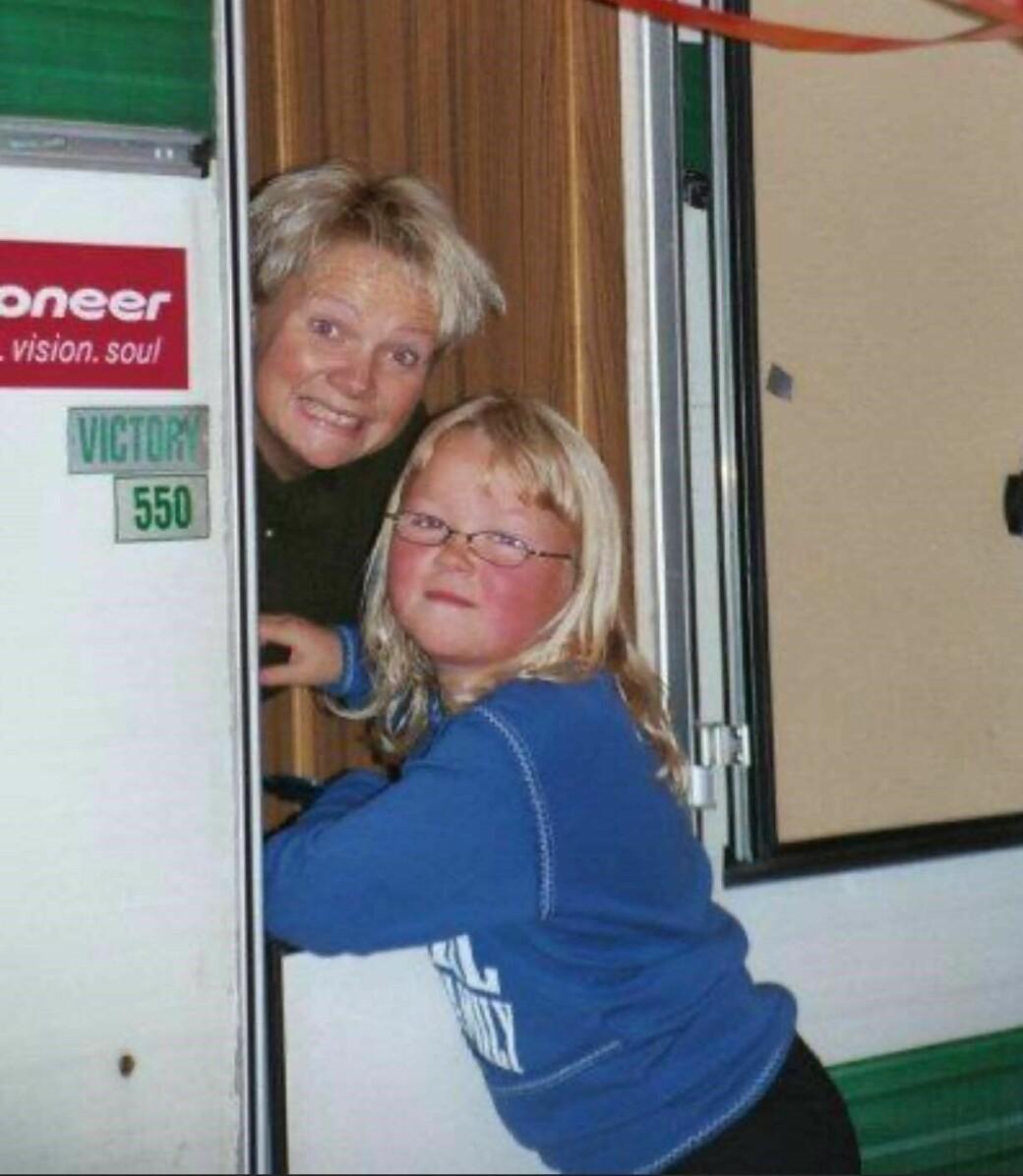 Line hadde en fin barndom, og har mange gode minner fra årene hun fikk sammen med sin mamma Eva