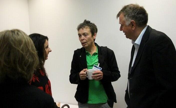 Kristin Sørheim i samtale med Jenny Klinge (t. h.) og Bernt Venås.